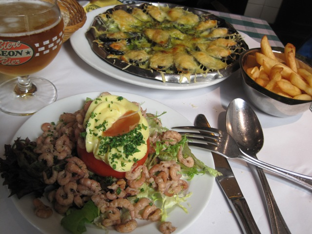 Mussels with cheese, Tomato filled with shrimps, and frites