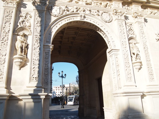 The arch at the Ayuntamiento, Seville's town hall. Locals say that you will marry the person with you when you pass under the arch. Of course, the Fiancé and I passed through--twice. And we're getting married! (Heehee)
